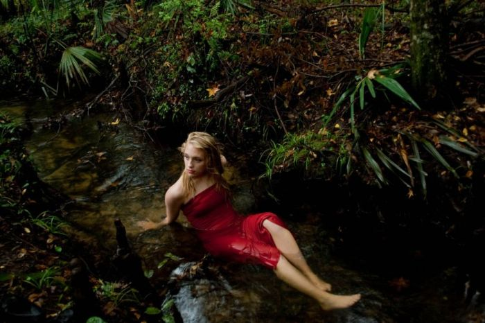 Hot Girls and Beautiful Nature (21 pics)