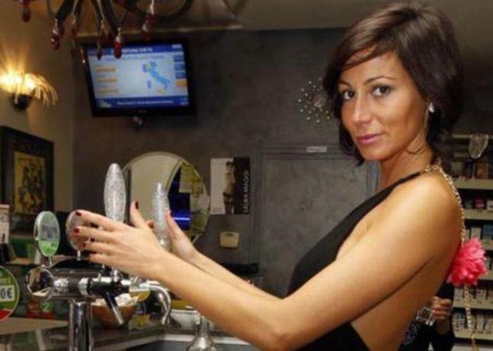 Busty Italian Barmaid (14 pics)