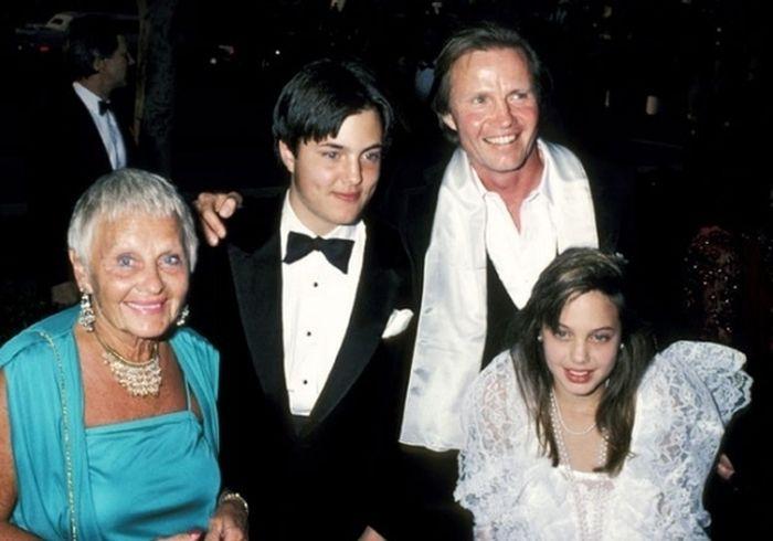 Angelina Jolie At The Oscars (14 pics)