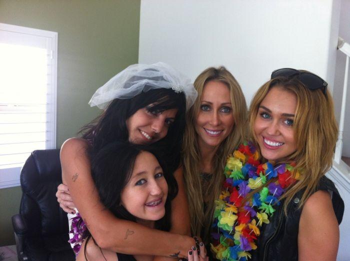 Miley Cyrus Twitpics (21 pics)