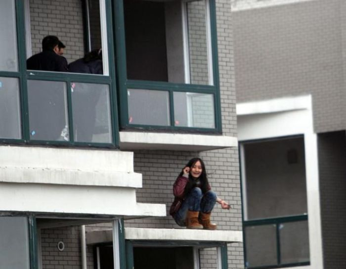 Saving a Suicide Girl (5 pics)