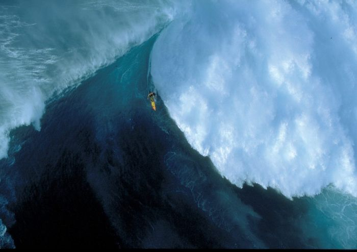 Surfing Giant Waves (23 pics)