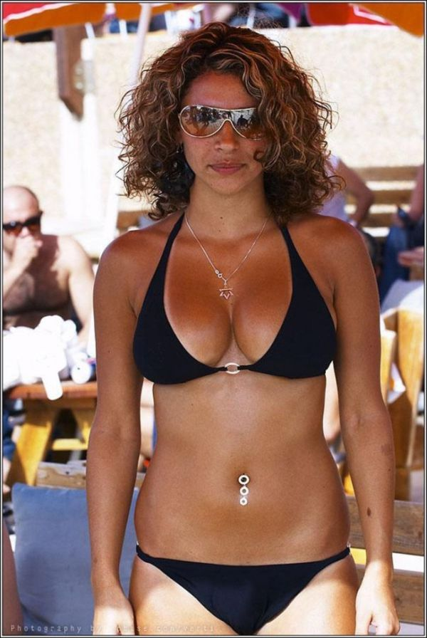 Bikini Girls (24 pics)