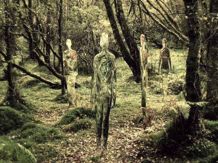 Acrylic Glass Statues Scare Tourists (5 pics)