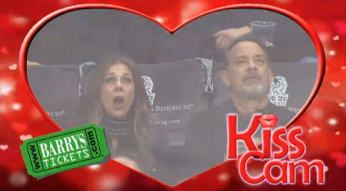 Tom Hanks And Rita Wilson Get Caught By Kiss Cam (4 pics)