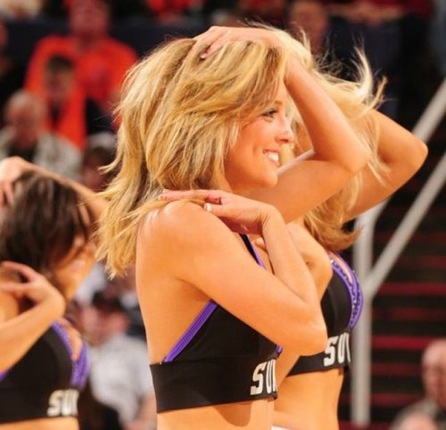 Sun's cheerleaders (44 pics)