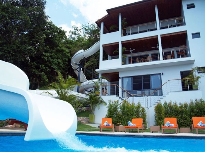 House With Double Loop Water Slide (2 pics)