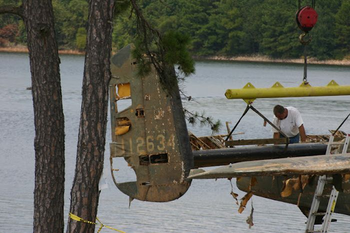 B25 Airplane Pulled Out From Lake (13 pics)