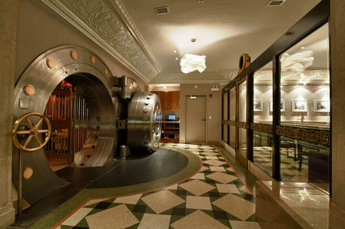 Chicago Supper Club Inside a 1920s Bank with VIP Vault Room (11 pics)