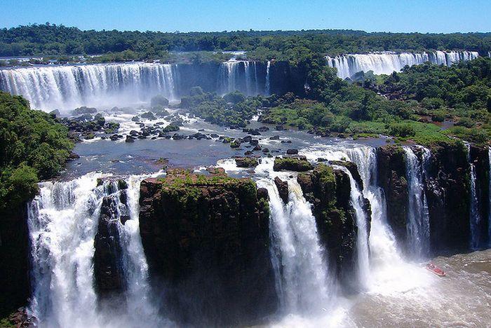 Amazing Iguazu Falls (16 pics)