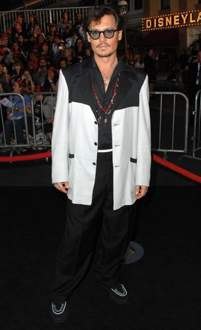 Johnny Depp's fashion Over the Years (21 pics)
