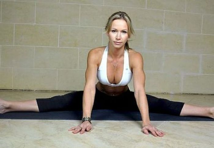 Stretching Girls (32 pics)