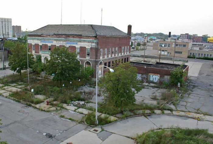 Abandoned Police Station (18 pics)