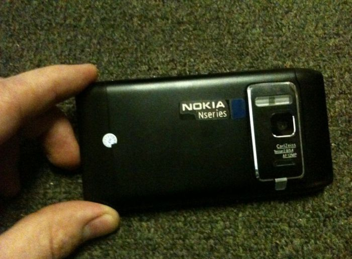 Chinese Fake Nokia N8 Phone Has a Fake HDMI Output (4 pics)