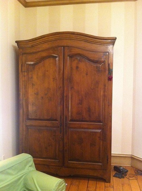 The Narnia Wardrobe (3 pics)