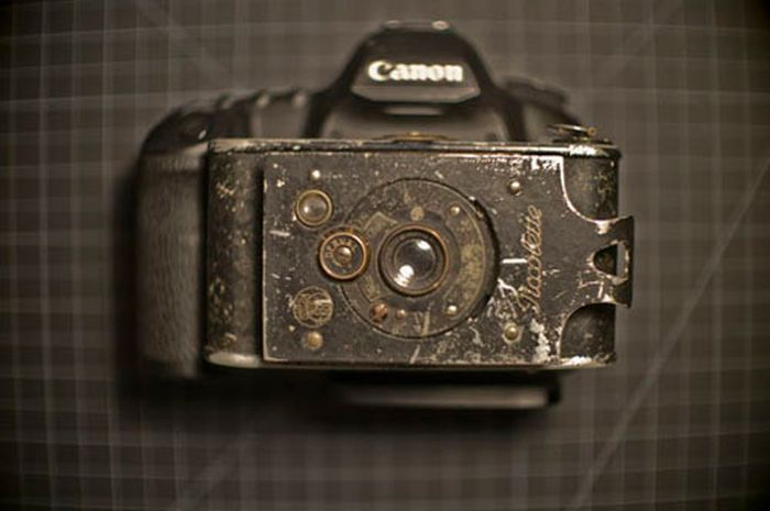 Taking Photos with a 100-year-old Camera (10 pics)