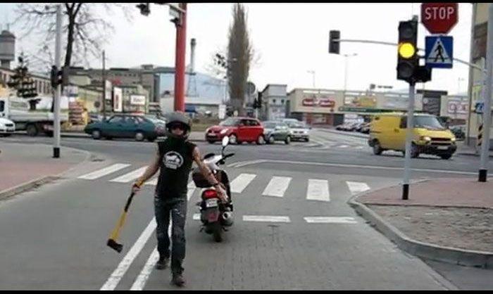 Don't Honk at This Guy (12 pics)