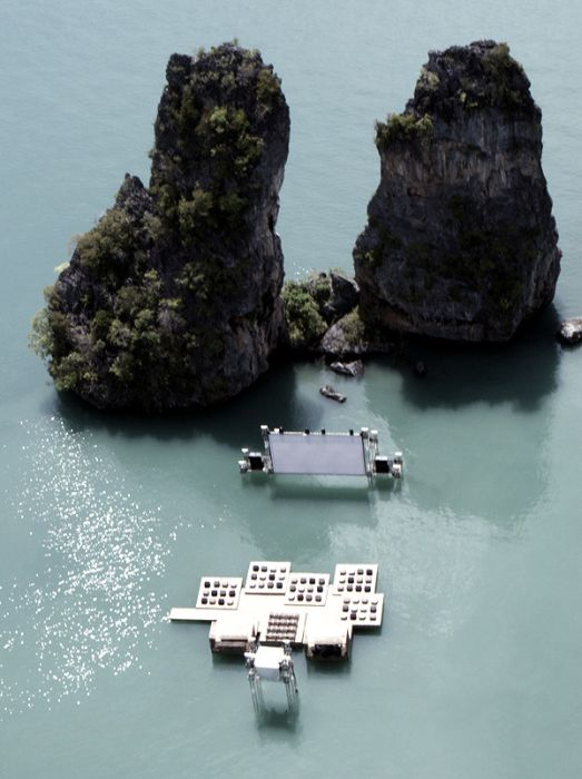 Movie Theater on the Water (9 pics)