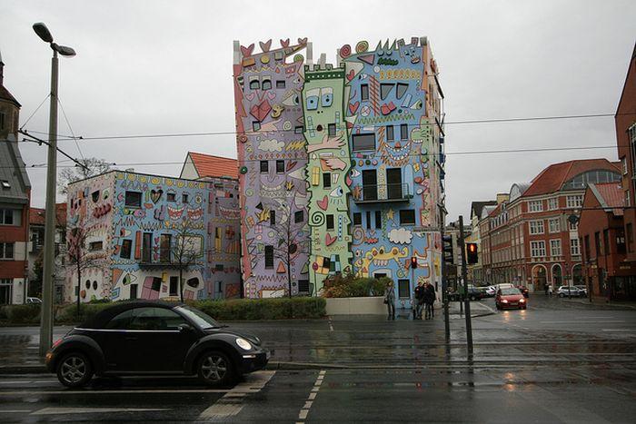 The Happy Rizzi House (17 pics)
