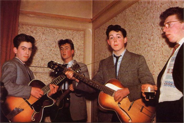 Music Stars Before They Were Famous (42 pics)