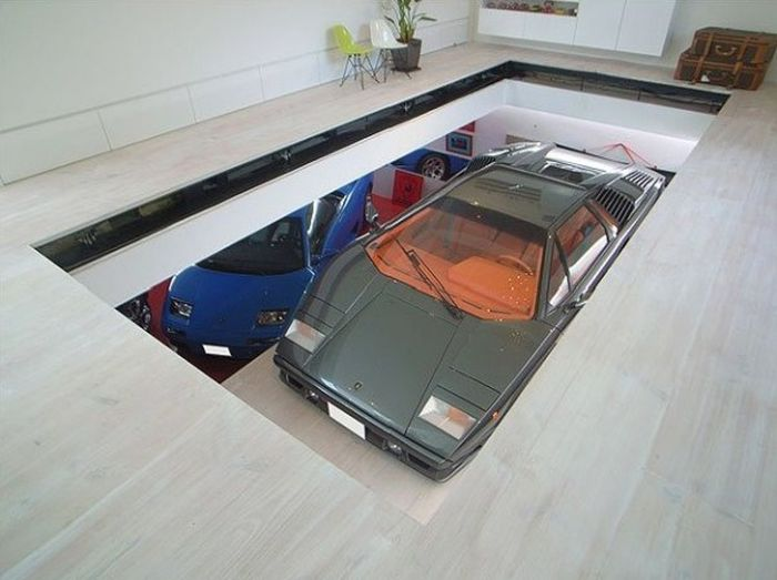 Tokyo House with Car Elevator Garage (13 pics)