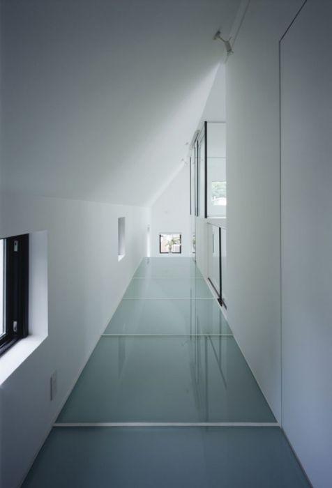 Tokyo House with Car Elevator Garage (13 pics)