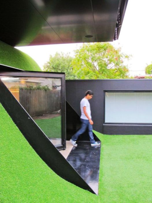 Melbourne Family Buys a House in a Hill (24 pics)