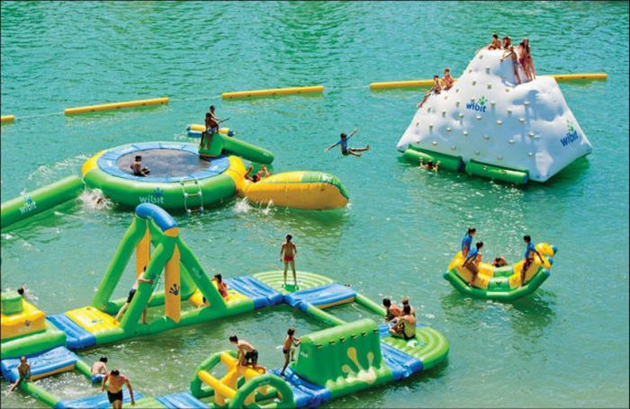 The Most Amazing Inflatable Water Parks Ever (23 pics)