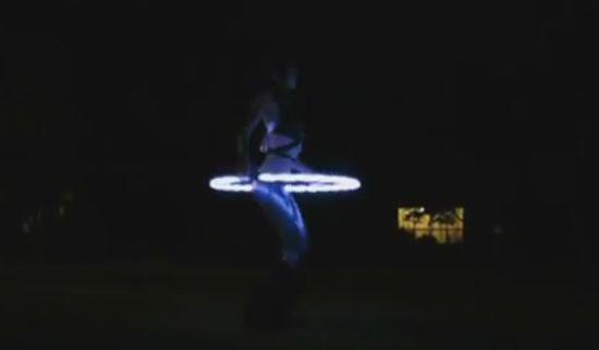 Amazing Hula Hoop Dancing Girl is Back