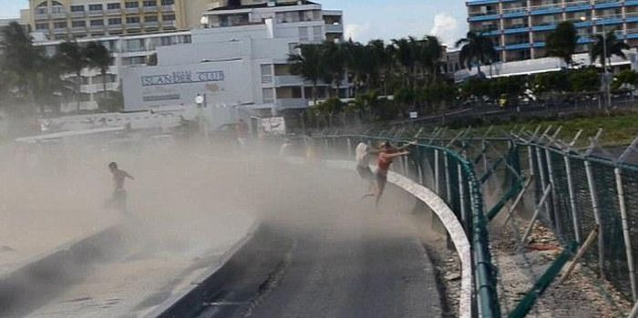 Girl Blown by a Plane on the Beach of Maho St. Maarten (6 pics + video)