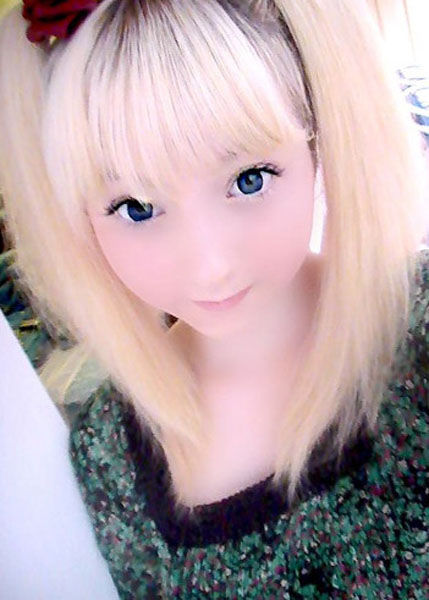 One More Living Doll (17 pics)