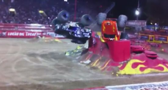 Unbelievable Monstertruck Double-Backflip