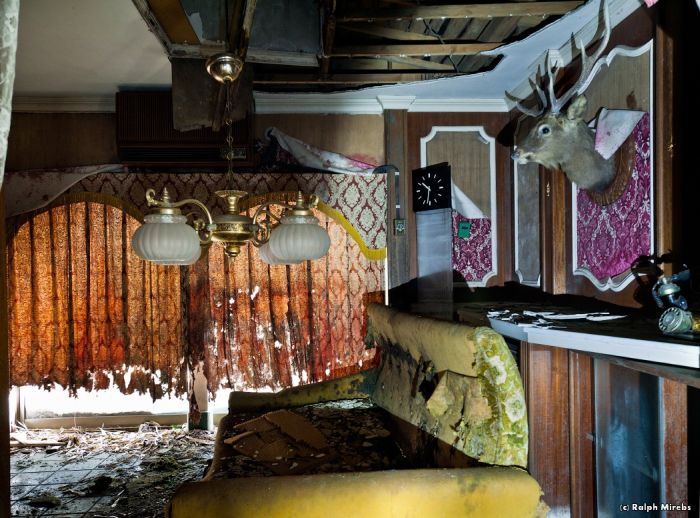 Abandoned Hotel in Japan (45 pics)