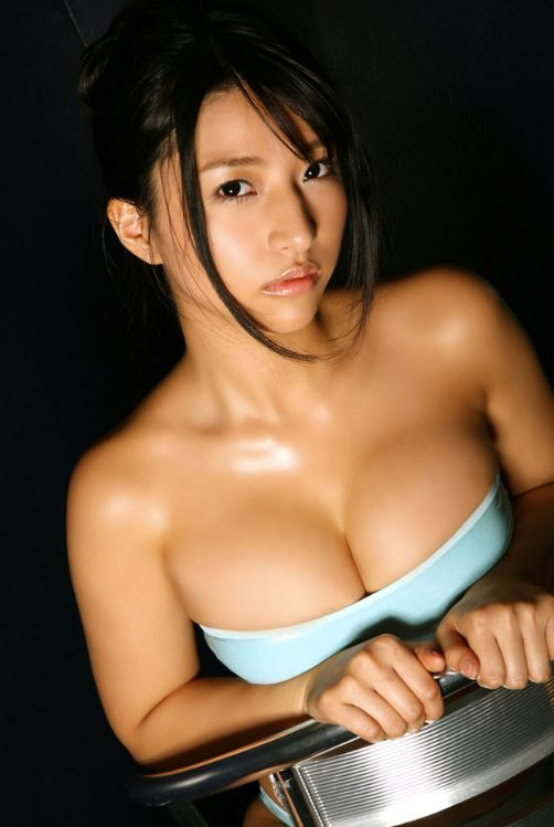 Nina Minami sensual