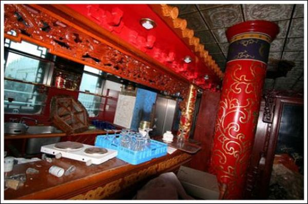 Abandoned Floating Chinese Restaurant (24 pics)