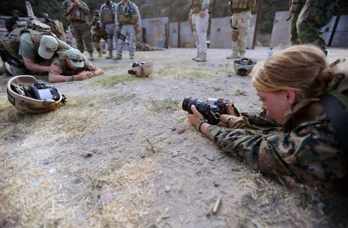 Girls in Army (20 pics)