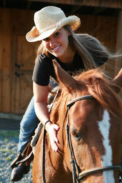 Girls and Horses (63 pics)