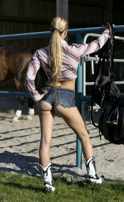 Girls and Horses (63 pics)