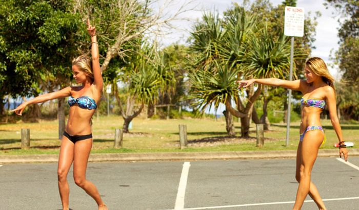 Girls In Bikinis (50 photos) .