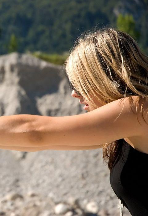 Girls with Guns (24 pics)