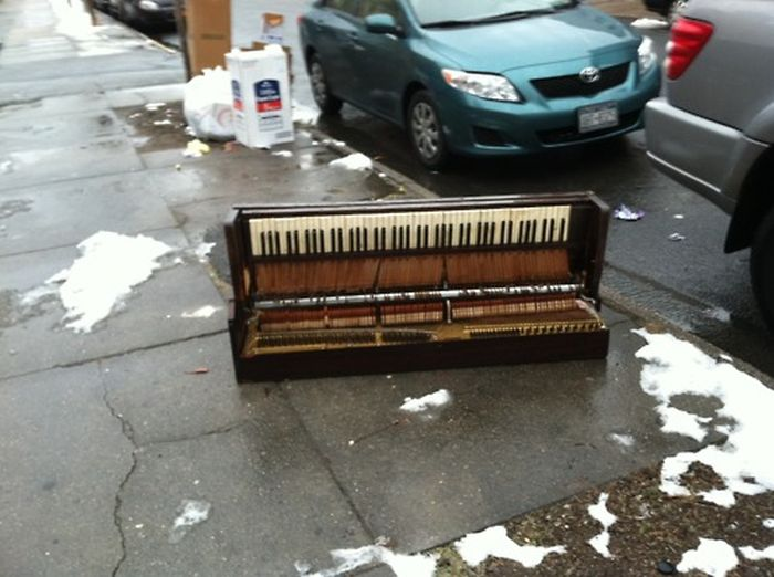 Sad Stuff on the Street (70 pics)