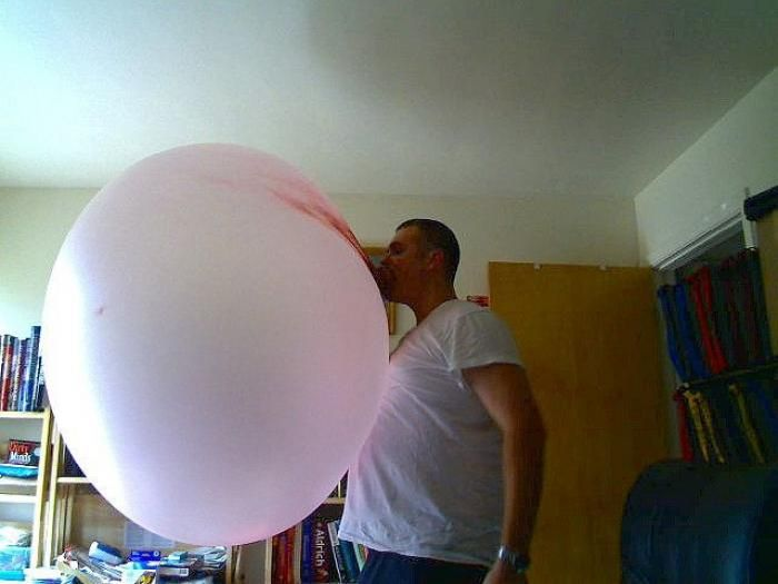 It's the Biggest Gum Bubble I've Ever Seen (5 pics)