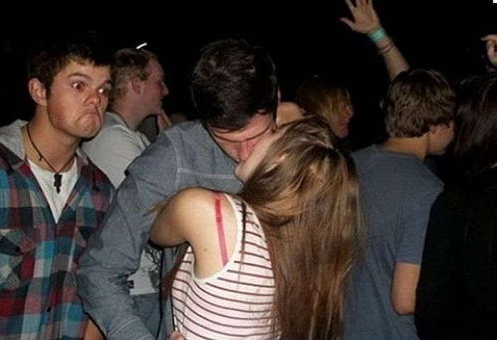Hilarious Makeout Photobombs (33 pics)