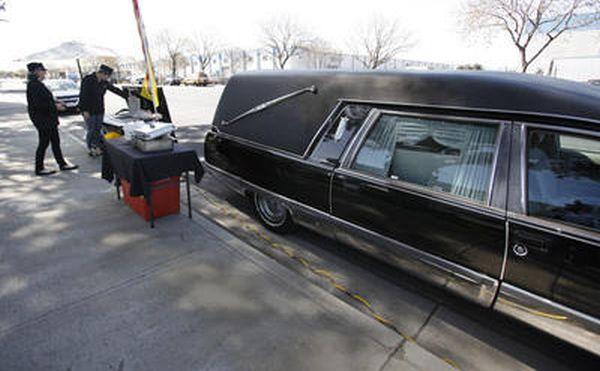 Coffin-Prepared Hot Dogs (5 pics + video)