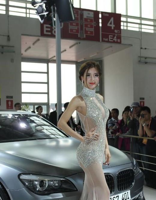 Girl in a Sexy Dress Became a Chinese Internet Sensation (12 pics)
