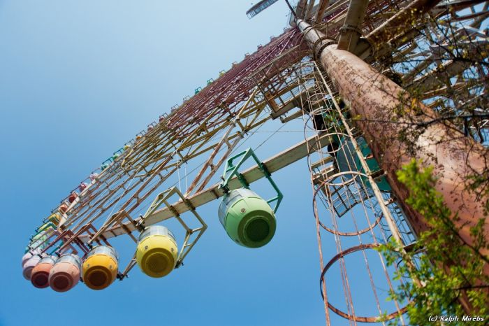 Abandoned Ferris Wheel in Japan (40 pics)