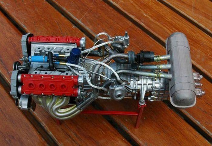 Extremely Detailed Ferrari F40 Model Car (32 pics)