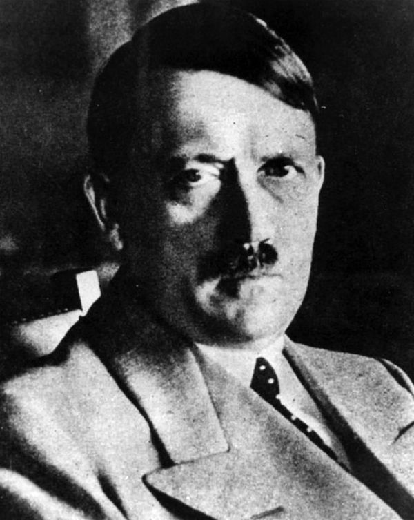 Hitler in Disguise (5 pics)