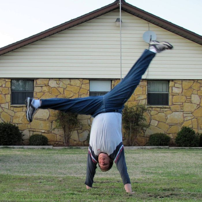 Insane Splits Guy (34 pics)