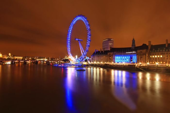 Famous Sightseeings at Night (48 pics)